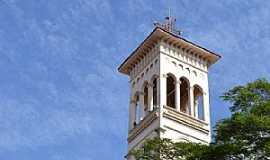 Ituiutaba - Ituiutaba-MG-Torre da Catedral de São José-Foto:Parruco