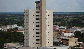 Iturama - Iturama-MG-Edifício Pérola e a cidade-Foto:x17