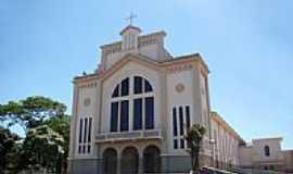 Iturama - Santuário de N.Sra.de Fátima em Iturama-MG-Foto:Vicente A. Queiroz