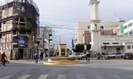Janaúba - Janaúba-MG-Monumento no centro da cidade-Foto:Rômulo Henok
