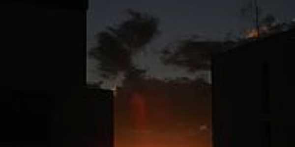 Janaúba-MG-Pôr do Sol entre os prédios-Foto:FSathler