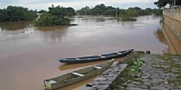 Barcos de pesca na Orla do Rio S�o Francisco em Janu�ria-MG-Foto:Mirandes