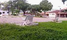 Joaíma - Praça Antonio Gomes Moreira-Foto:getulio ferreira