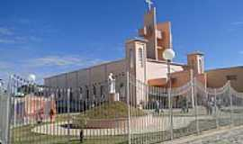 Jo�o Pinheiro - Igreja Matriz de Jo�o Pinheiro-Foto:Paulo Noronha