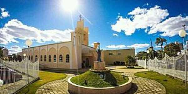 JOÃO PINHEIRO - MG Região Noroeste de Minas   Maior Cidade em MG em Extensão Territorial Igreja Matriz de Santana Fotografia de Marcelo Araújo