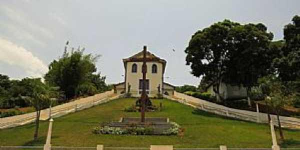 Juiraçu-MG-Praça e Igreja de São Sebastião-Foto:duprata.comdistritos-e-povados