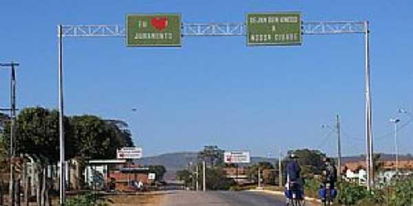 Juramento-MG-Pórtico de entrada-Foto:www.biciclo.teca.nom.br