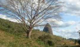 Ladainha - Ladainha-MG-Árvore e pedra-Foto:Milton Turíbio Gomes