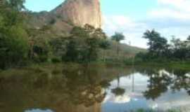 Ladainha - Ladainha-MG-Pedra da Ladainha-Foto:Milton Turíbio Gomes