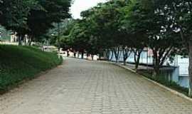 Ladainha - Ladainha-MG-Rua arborizada-Foto:Scarparo