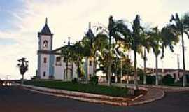 Lagoa Dourada - Igreja em Lagoa Dourada por André Luis Vieira