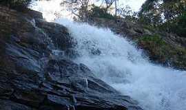 Lambari - Lambarí-MG-Cachoeira do Roncador-Foto:mapio.net