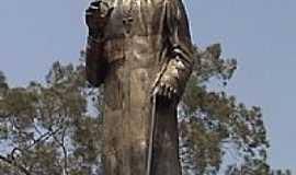Leandro Ferreira - Estátua Padre Libério