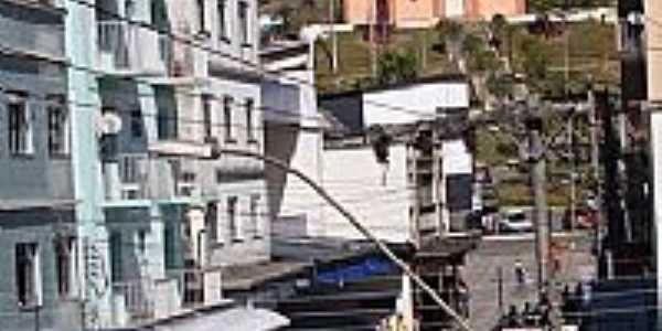 Calçadão com a Igreja ao fundo em Lima Duarte-MG-Foto:Marcio Lucinda