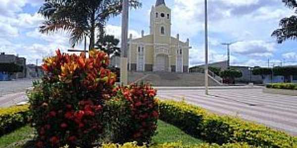 Adustina-BA-Praça e Igreja Matriz-Foto:nacaofmfatima.com.br