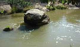 Machacalis - Pedra no rio