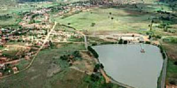 Vista aérea da Lagoa do Aconchego e a cidade de Mamonas-MG-Foto:caujorge