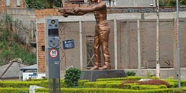 Manhuaçu-MG-Monumento ao Cafeicultor-Foto:Milton Brigolini Neme