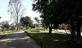 Marilândia - Marilândia-MG-Praça na Avenida central-Foto:Thymonthy Becker