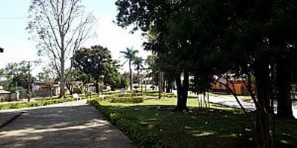 Marilândia-MG-Praça na Avenida central-Foto:Thymonthy Becker
