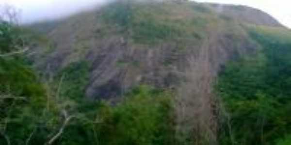 trilha do alto siqueira, no  córrego mantena, Por Junio Cerzar