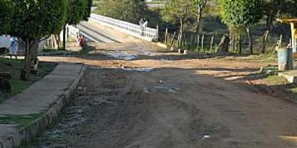Aiquara-BA-Ponte que liga a cidade à BR-330-Foto:www.itagiemfoco.com.br