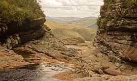 Milho Verde - Milho Verde-MG-Cachoeira e formações rochosas-Foto:Facebook