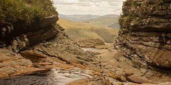 Milho Verde-MG-Cachoeira e formações rochosas-Foto:Facebook
