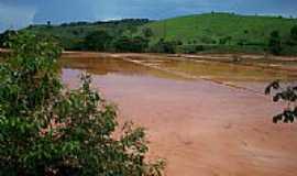 Mira� - Lama da mineradora de bauxita