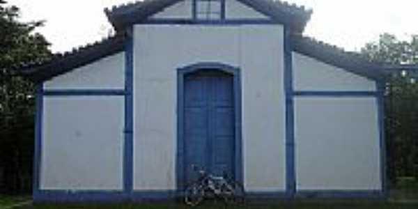Igreja em Miraporanga, foto por Grupo Trilheiro.