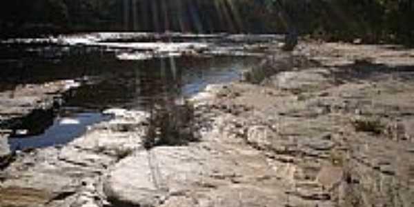 Rio pardo pequeno em Monjolos por Deigmir