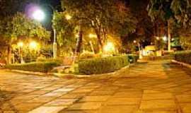 Monsenhor Paulo - Praça vista noturna-Foto:tiagofcarlos