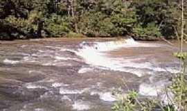 Monte Alegre de Minas - Cachoeira da Sangra - Rio Babilonia foto por Gustavo Enrick