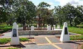 Monte Alegre de Minas - Monumento  por Altemiro O. Cristo