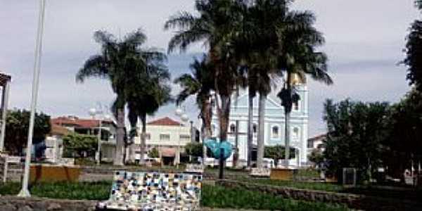 Monte Azul-MG-Praça e Matriz de N.Sra.das Graças-Foto:Rômulo Henok