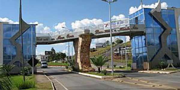 Monte Sião-MG-Pórtico de entrada da cidade-Foto:Paulo Rosário