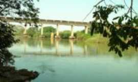Naque - ponte da linha f�rrea sobre o rio Santo Antonio, Por Samara Paula