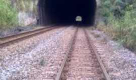 Naque - tunel da linha f�rrea da CVRD, Por Samara Paula