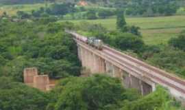Naque - Ponte estrada Ferroviária Vitória minas, e rio Santo Antônio do mesmo na região da foz no rio Doce aqui na cidade de Naque, MG, Brasil., Por andré augusto de  oliveira