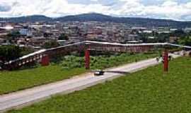 Nova Serrana - Passarela sobre a BR 262