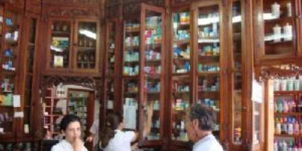 Antiga Farmácia Rossi, Por PAULO ROBERTO CECCON