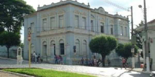 Escola Bueno Brandão, Por PAULO ROBERTO CECCON