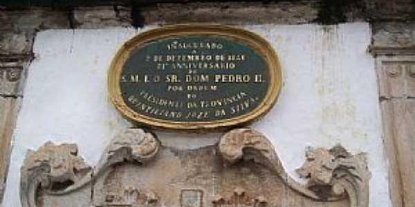Ouro Preto-MG-Placa do Monumento à Tiradentes na Praça dos Inconfidentes-Foto:Josue Marinho
