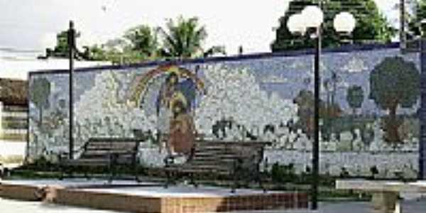 Mosaico na Praça do Cruzeiro em Amélia Rodrigues-BA-Foto:Otavio Neves Cardoso