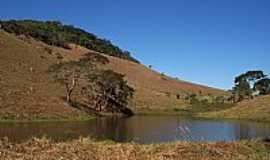 Paiva - Lago e Montanhas em Paiva-MG-Foto:Jorge A. Ferreira Jr�
