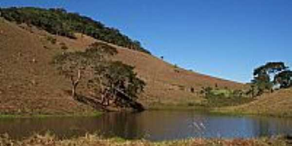 Lago e Montanhas em Paiva-MG-Foto:Jorge A. Ferreira Jr…
