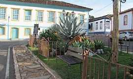 Paracatu - Paracatu-MG-Pracinha no Centro histórico-Foto:Sandra Gomes