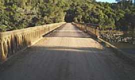 Paragua�u - Antiga Ponte sobre o Rio Sapuca�-Foto:J�lio C. Bueno