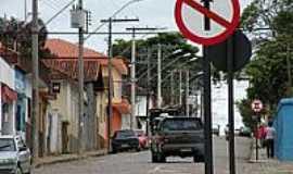 Paragua�u - Rua Governador Valadares-Foto:J�lio C.Bueno