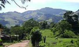 Parais�polis - �rea rural e ao fundo a Serra dos Martins em Parais�polis-MG-Foto:aisfer